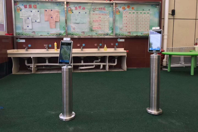 Kindergarten face recognition temperature measurement case